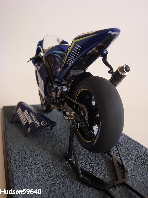 maquette moto 1/12 (hudson59640) - Page 2 DSC03434